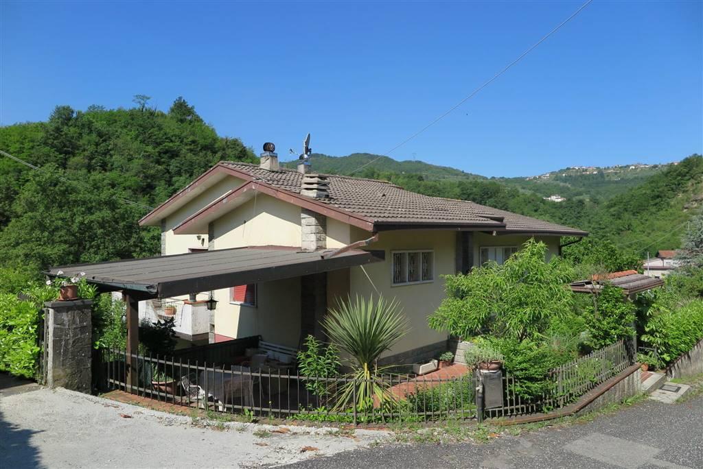 Villa in vendita a Fivizzano, 8 locali, zona Località: MONZONE, prezzo € 190.000 | CambioCasa.it