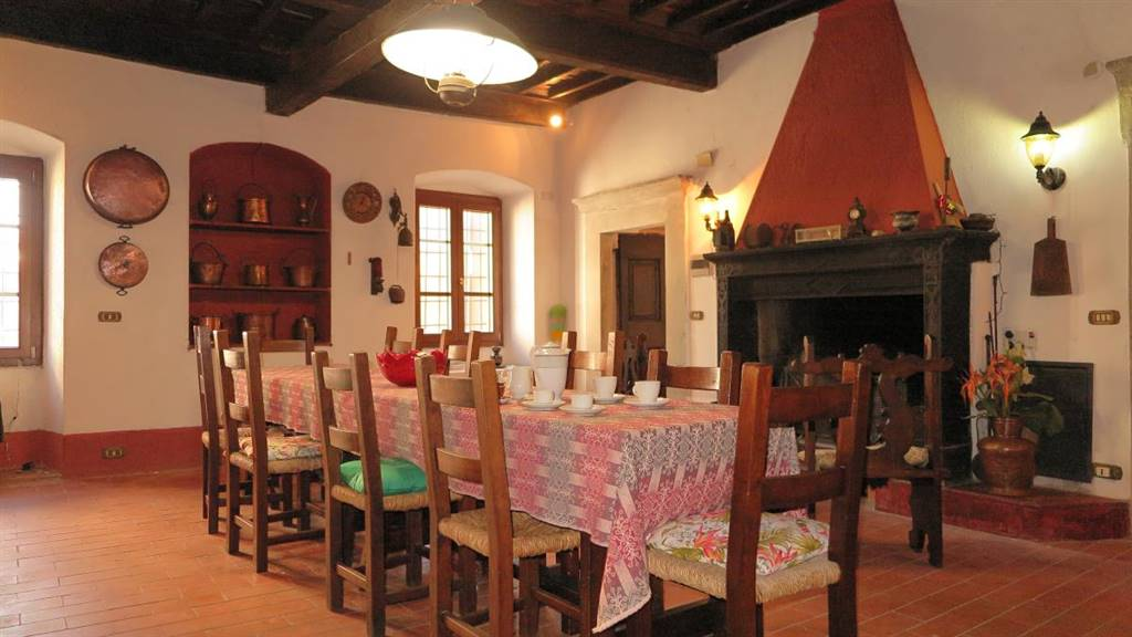 Palazzo / Stabile in vendita a Fivizzano, 11 locali, prezzo € 295.000 | CambioCasa.it