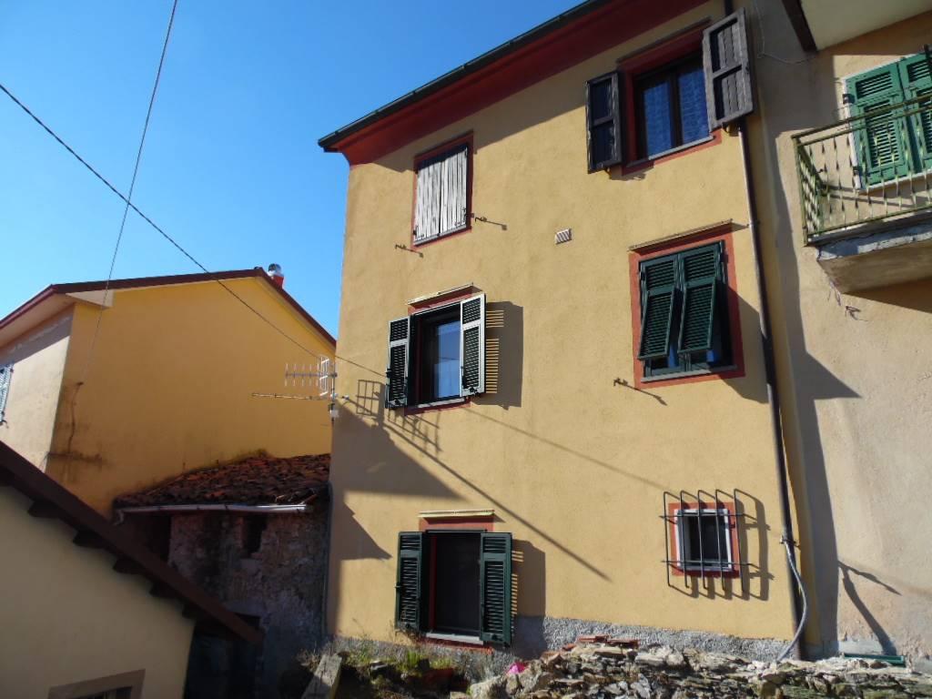 Soluzione Semindipendente in vendita a Podenzana, 5 locali, zona Località: LOPPIEDO, prezzo € 90.000   CambioCasa.it