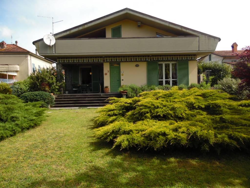 Villa in vendita a Aulla, 9 locali, prezzo € 500.000 | CambioCasa.it