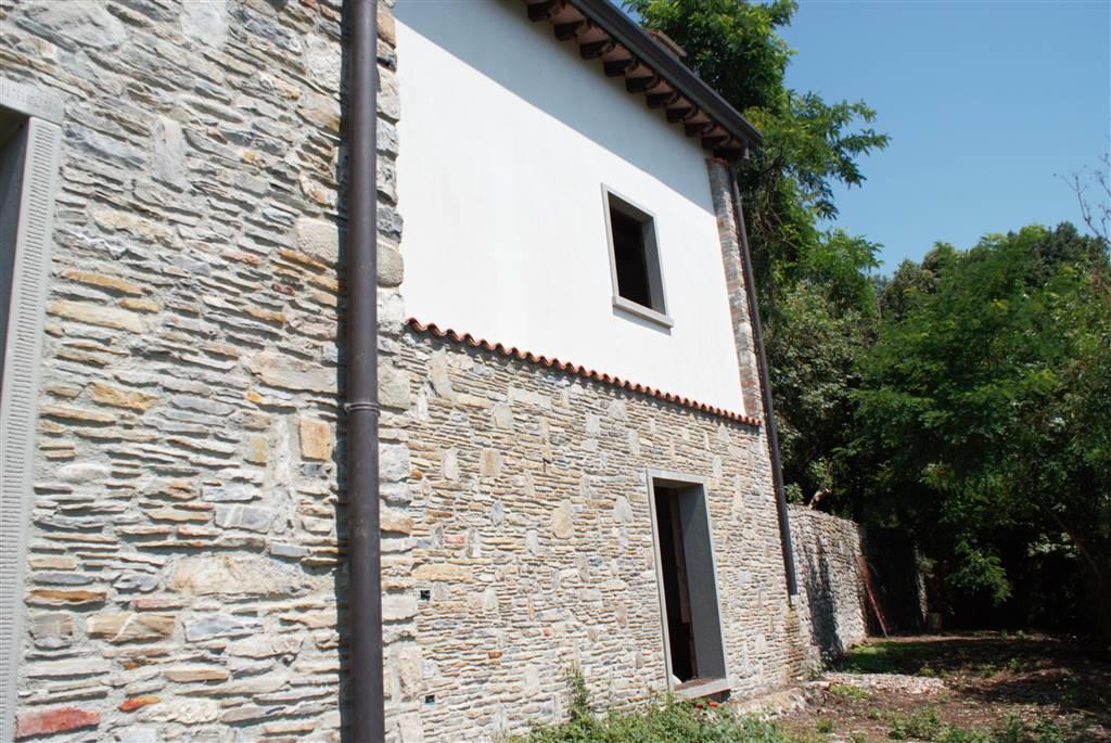 Villa in vendita a Podenzana, 8 locali, prezzo € 110.000   CambioCasa.it