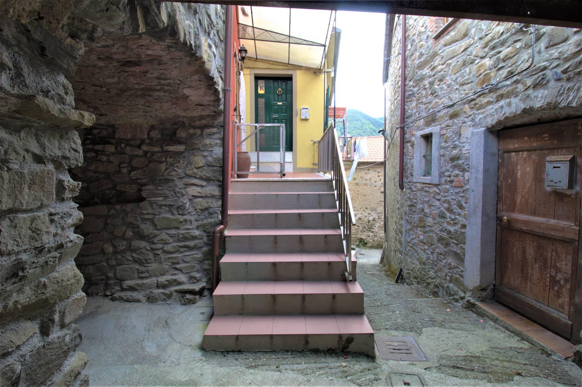 Appartamento in vendita a Aulla, 5 locali, zona la, prezzo € 58.000 | PortaleAgenzieImmobiliari.it