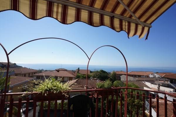 Appartamento in vendita a Aci Castello, 3 locali, zona Zona: Ficarazzi, prezzo € 109.000   CambioCasa.it