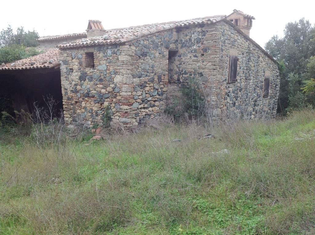 Rustico casale, San Dalmazio, Pomarance, da ristrutturare