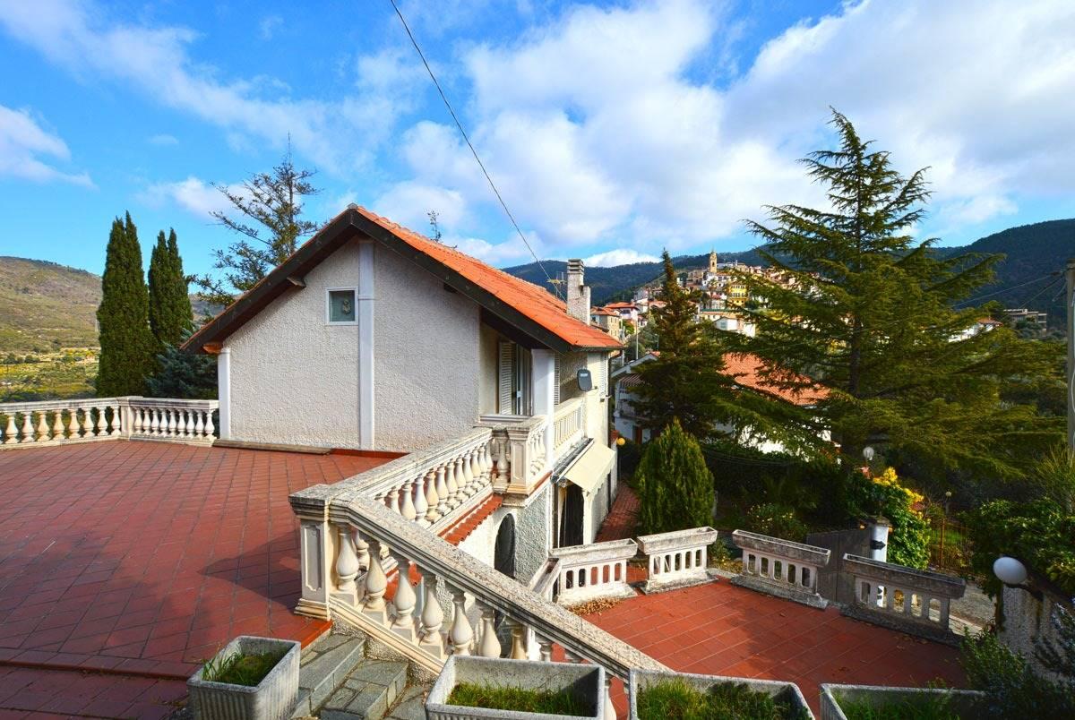Villa in vendita a Seborga, 13 locali, prezzo € 350.000   PortaleAgenzieImmobiliari.it