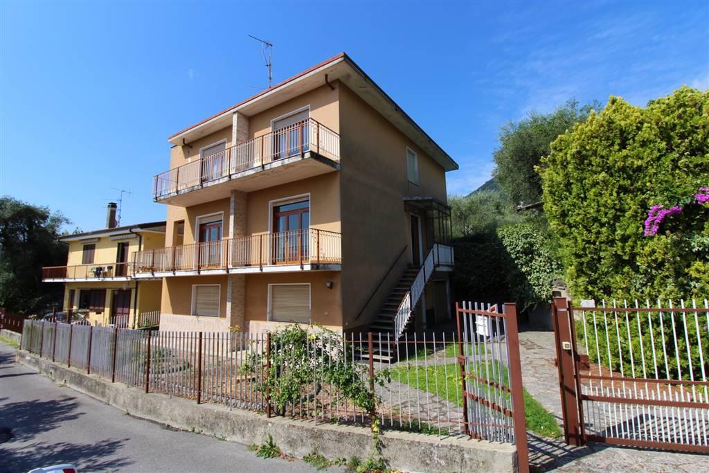Vendita villa via villavetro 10 gargnano riscaldamento for Garage autonomo