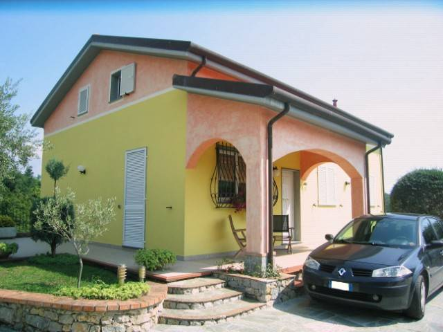Villa, Ceparana, Bolano, seminuova