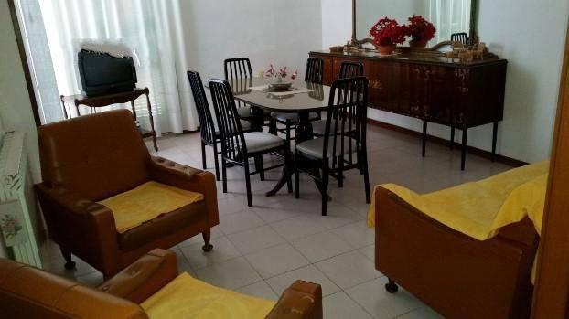 Appartamento in vendita a Lerici, 5 locali, prezzo € 160.000 | PortaleAgenzieImmobiliari.it