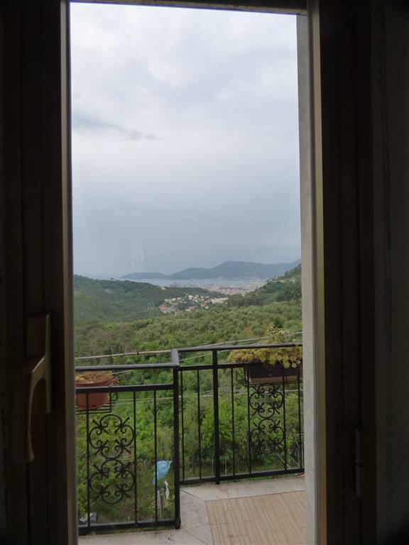 Appartamento in vendita a Vezzano Ligure, 4 locali, zona riano, prezzo € 85.000 | PortaleAgenzieImmobiliari.it