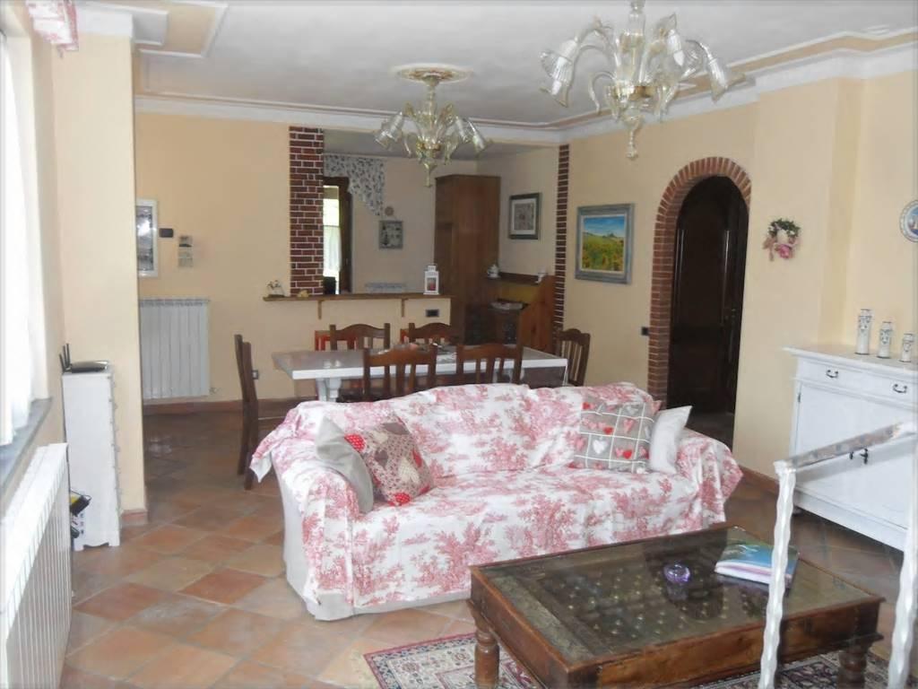 Appartamento in affitto a Riccò del Golfo di Spezia, 4 locali, zona Benedetto, prezzo € 500 | PortaleAgenzieImmobiliari.it