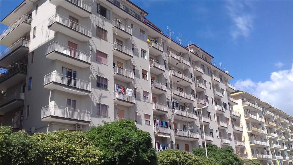 Trilocale, Mercatello, Salerno, da ristrutturare
