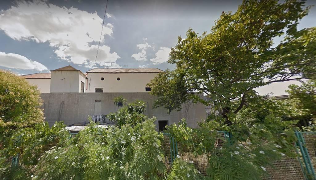 FUORNI, SALERNO, Attività commerciale in affitto di 600 Mq, Classe energetica: G, composto da: 13 Vani, 13 Bagni, Trattativa riservata