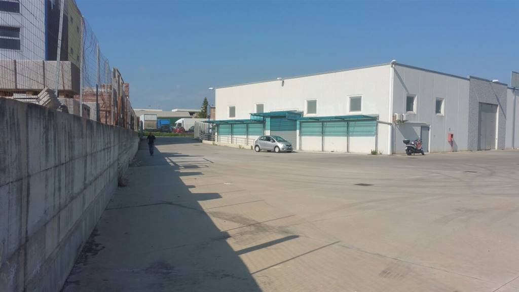FUORNI, SALERNO, Industrial warehouse for rent of 650 Sq. mt., Energetic class: G, composed by: 1 Room, 4 Bathrooms, Price: € 3,000
