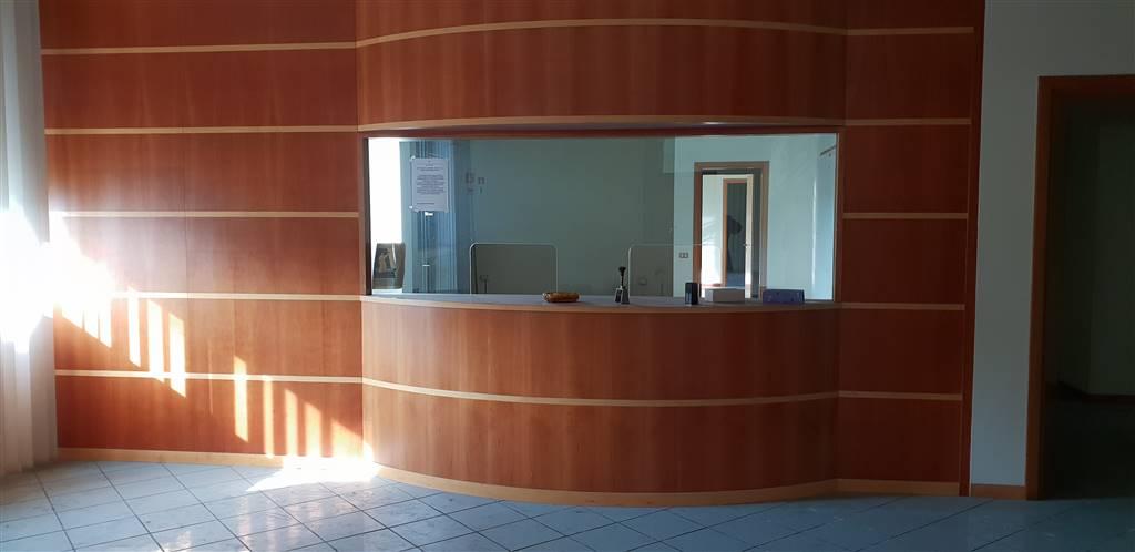 IRNO / CALCEDONIA/ PETROSINO, SALERNO, Ufficio in affitto di 650 Mq, Buone condizioni, Riscaldamento Autonomo, Classe energetica: G, posto al piano