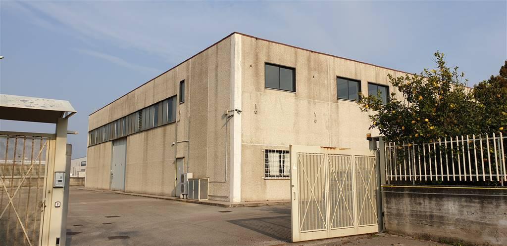 Capannone industriale, Fuorni, Salerno, in ottime condizioni