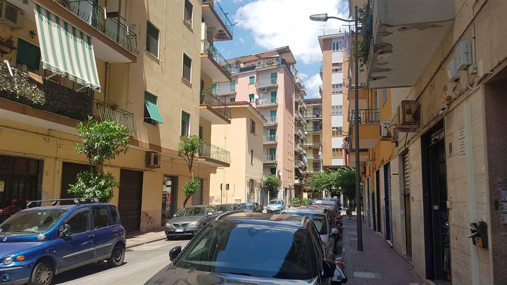 Negozio in Via Alfredo Crescenzo 17\19, Torrione, Salerno