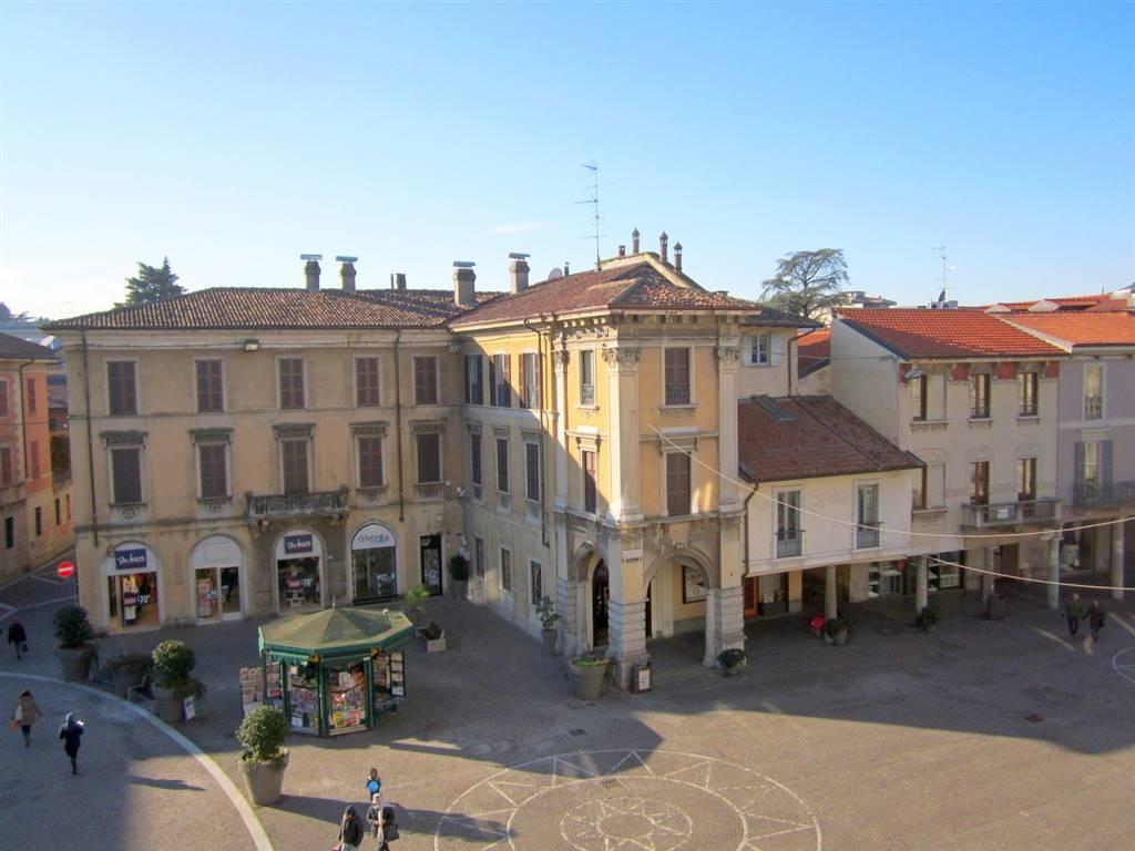 Appartamento in affitto a Gallarate, 7 locali, zona Località: CENTRO, prezzo € 2.000 | CambioCasa.it