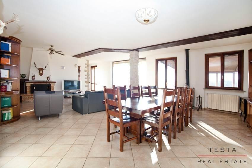 Villa in vendita a Osmate, 7 locali, prezzo € 450.000 | CambioCasa.it