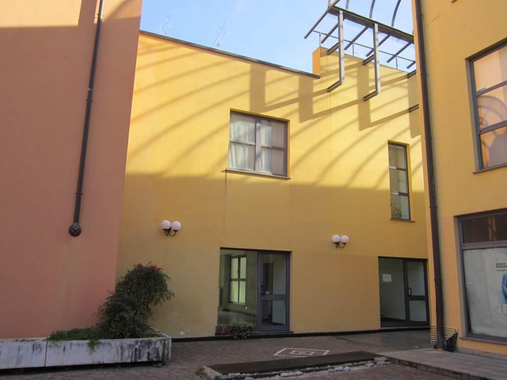 Negozio / Locale in vendita a Gallarate, 1 locali, zona Località: CENTRO, prezzo € 140.000 | CambioCasa.it