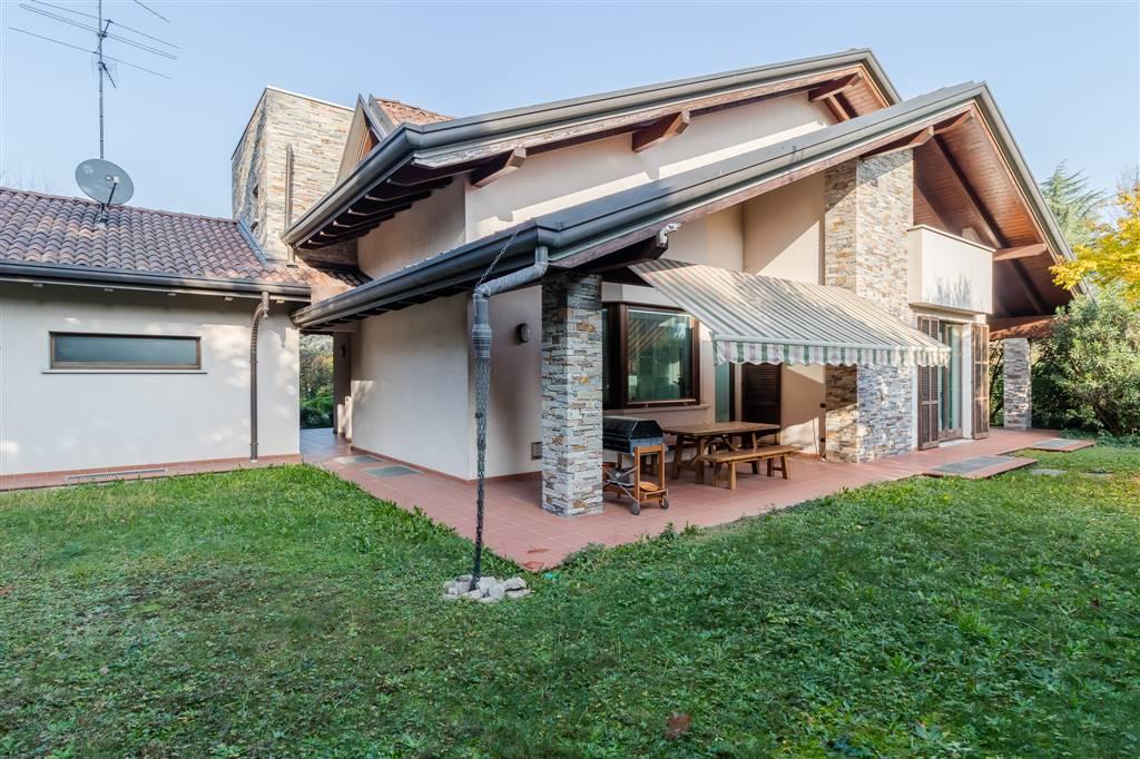 Villa in vendita a Cardano al Campo, 5 locali, zona Zona: Moncone, prezzo € 1.100.000 | CambioCasa.it