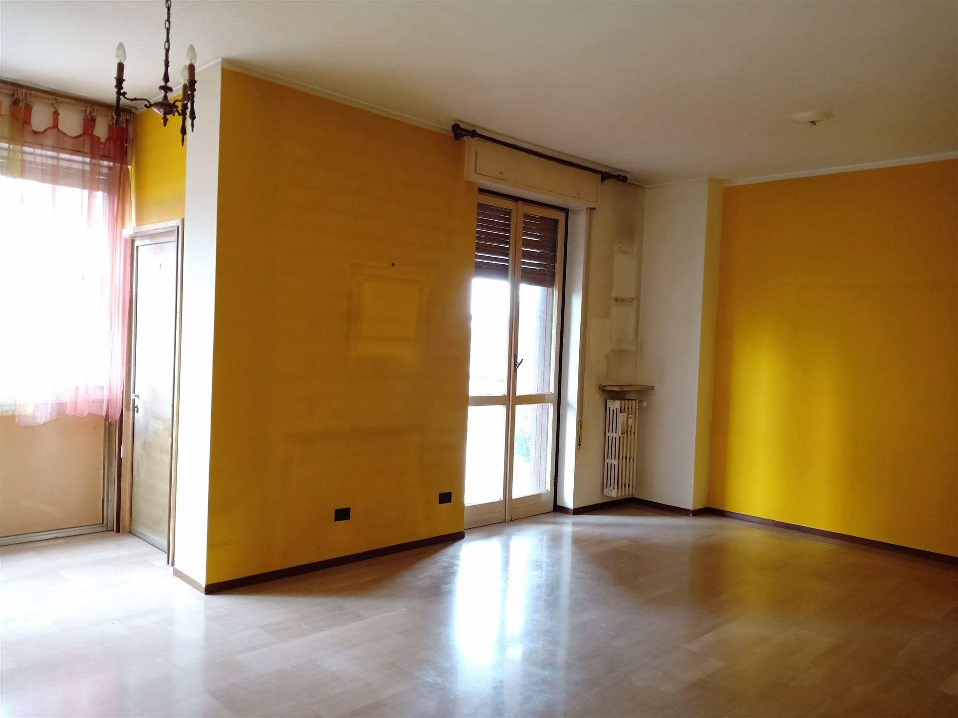 Appartamento in affitto a Gallarate, 3 locali, zona Località: CENTRO, prezzo € 550 | CambioCasa.it