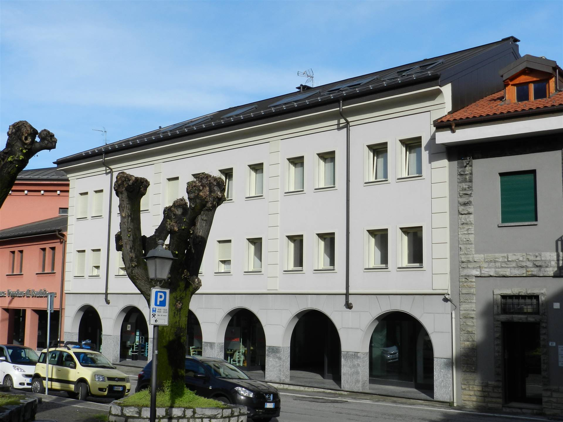 Negozio o Ufficio in AFFITTO a COLICO - 1