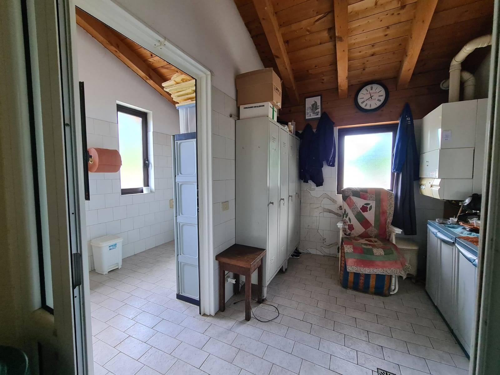 Tre o più locali in VENDITA a COLICO - 24