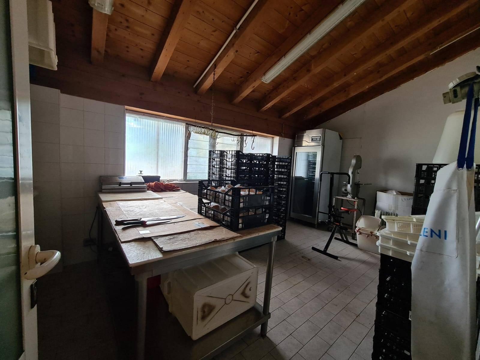 Tre o più locali in VENDITA a COLICO - 19