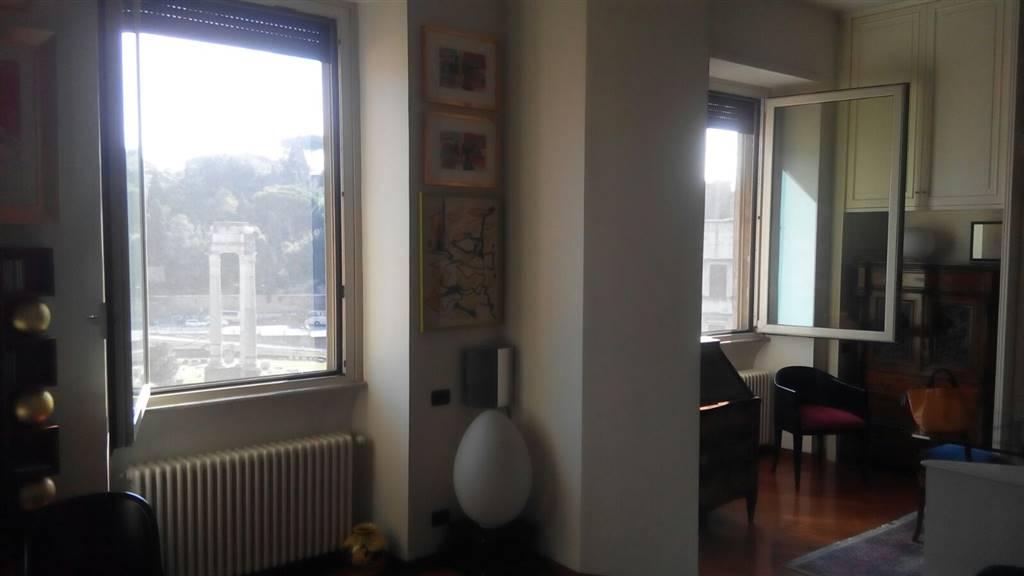 Appartamento indipendente in Via Portico D'ottavia, Centro Storico, Roma