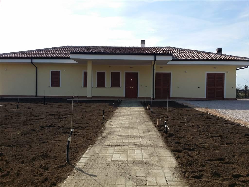 Casa singola in Via  Piscinara Sinistra, Latina