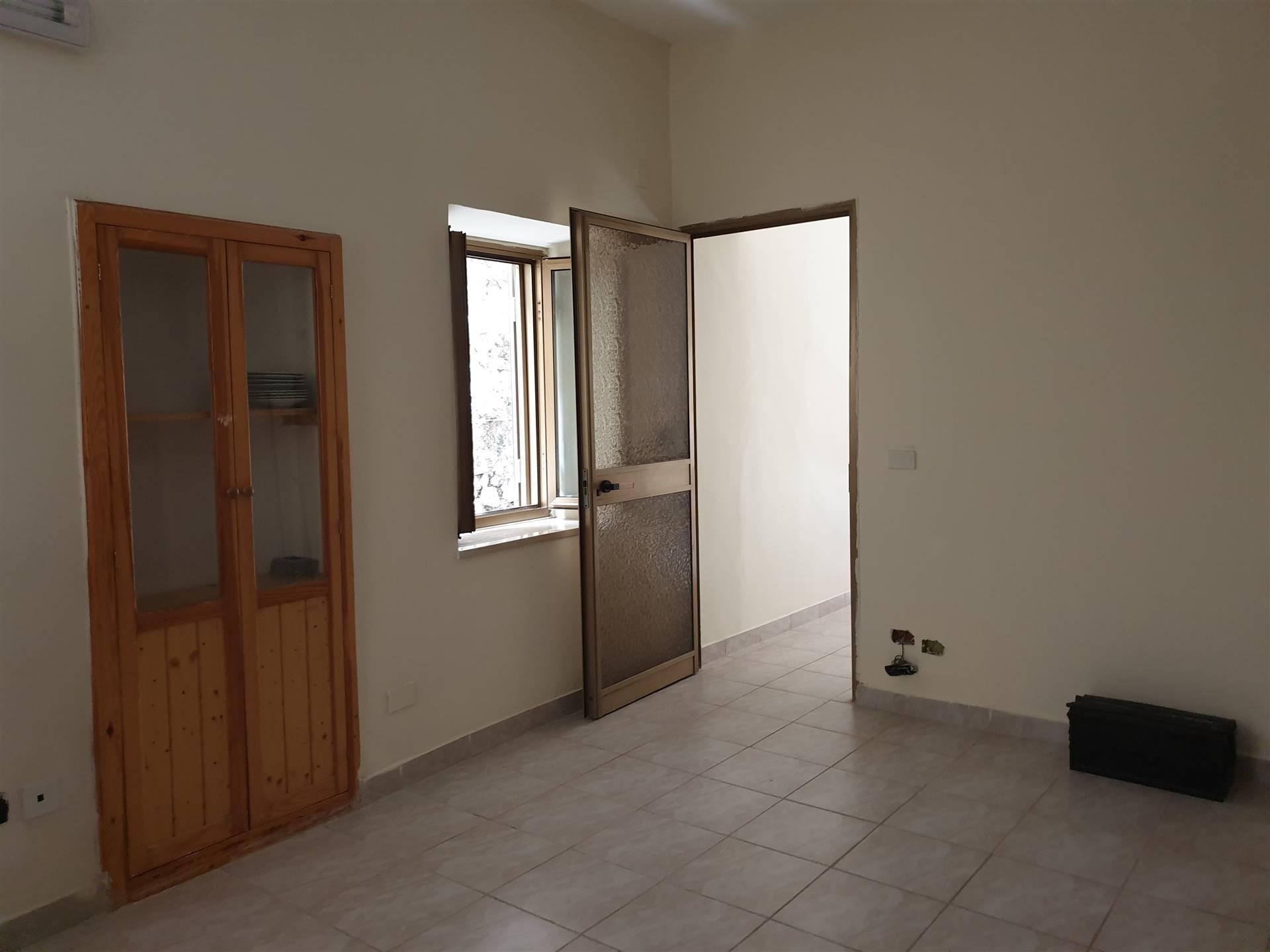 NORMA, Appartamento in affitto di 50 Mq, Buone condizioni, posto al piano Terra, composto da: 2 Vani, 1 Camera, 1 Bagno, Prezzo: € 280