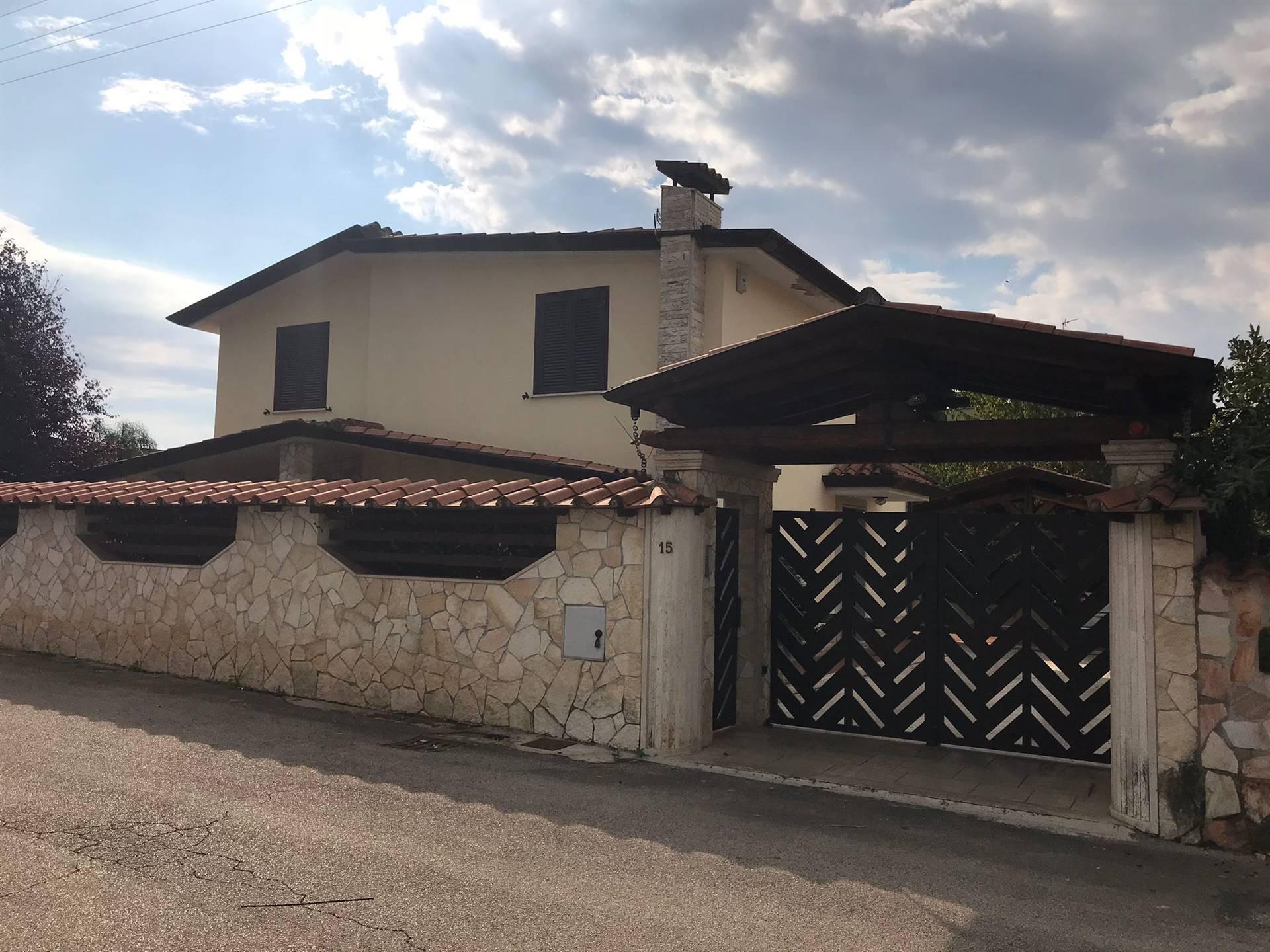 Villa in vendita a Cisterna di Latina, 7 locali, prezzo € 300.000   CambioCasa.it