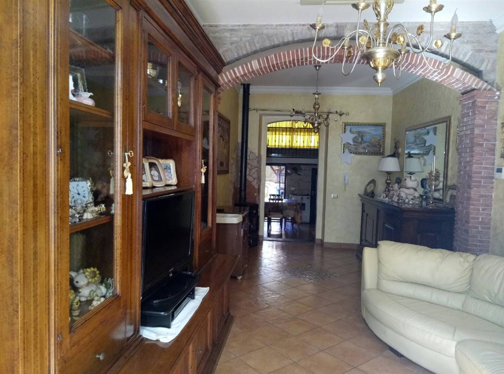 Casa singola in Via Guglielmo Marconi  33, Aci Catena