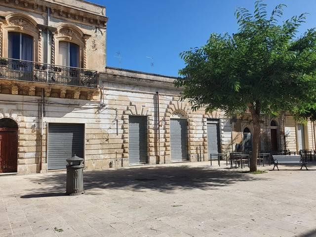 Negozio / Locale in vendita a Canicattini Bagni, 6 locali, prezzo € 85.000   CambioCasa.it