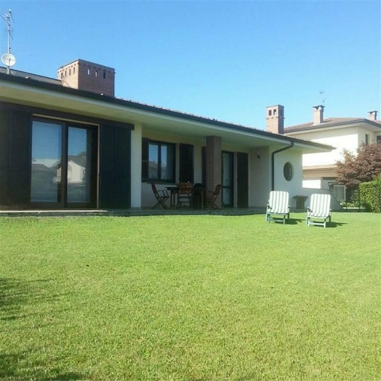 Villa in vendita a Sant'Angelo Lodigiano, 5 locali, prezzo € 395.000   CambioCasa.it