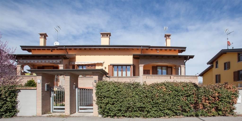 Bifamiliare in Via Melograno, Inverno e Monteleone