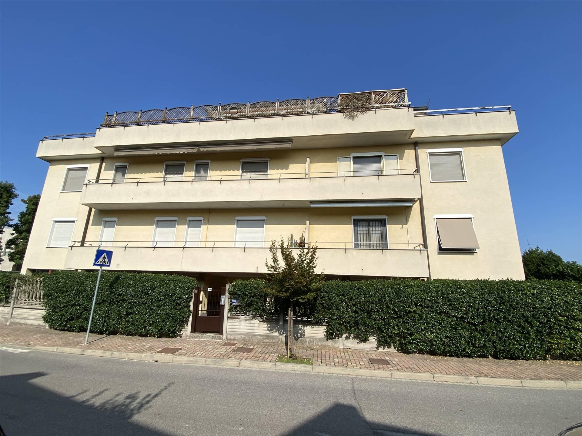 Appartamento in vendita a Sant'Angelo Lodigiano, 3 locali, prezzo € 84.000   CambioCasa.it