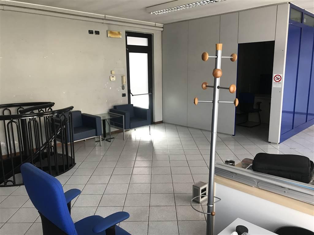 Negozio / Locale in affitto a Trezzano Rosa, 2 locali, prezzo € 900 | CambioCasa.it