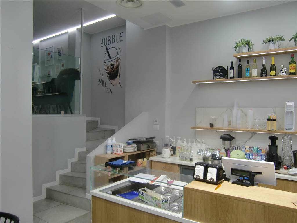 STAZIONE CENTRALE, MILANO, Bar - Pasticceria in vendita di 75 Mq, Classe energetica: Non soggetto, composto da: 2 Vani, 2 Bagni, Prezzo: € 150.000