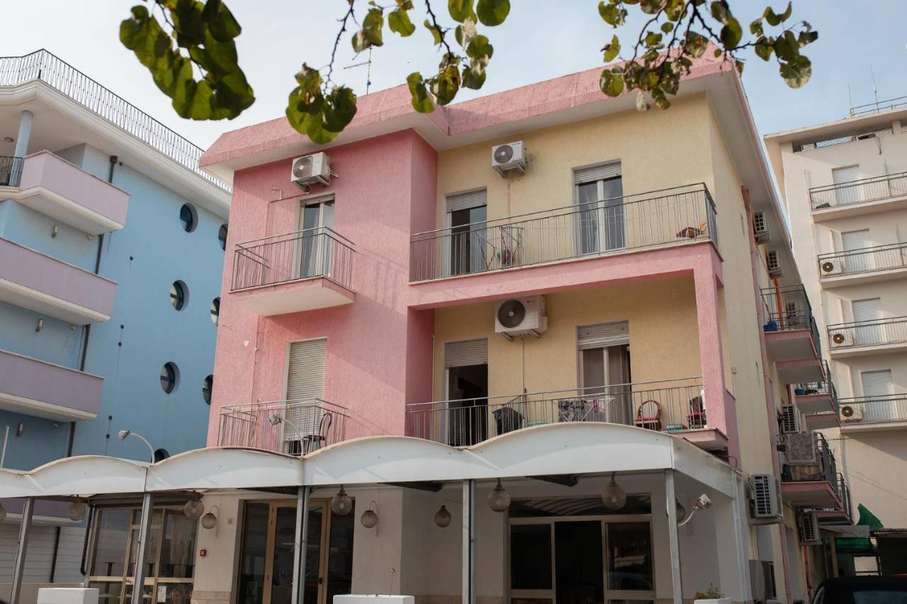 Albergo in vendita a Rimini, 30 locali, zona Zona: Miramare, prezzo € 580.000 | CambioCasa.it