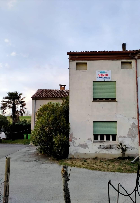 Casa semi indipendenteaLUSIA