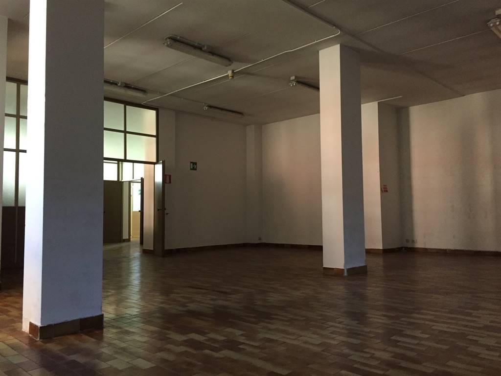 Capannone in affitto a Lodi, 5 locali, zona Zona: San Fereolo, prezzo € 2.000 | CambioCasa.it