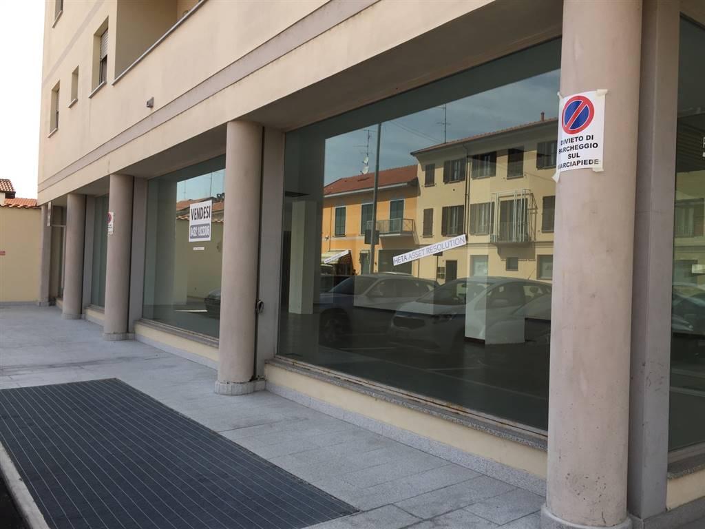 Negozio / Locale in affitto a Vigevano, 2 locali, prezzo € 1.500 | CambioCasa.it
