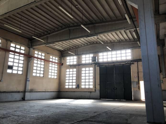Capannone in affitto a San Colombano al Lambro, 4 locali, prezzo € 1.000 | PortaleAgenzieImmobiliari.it