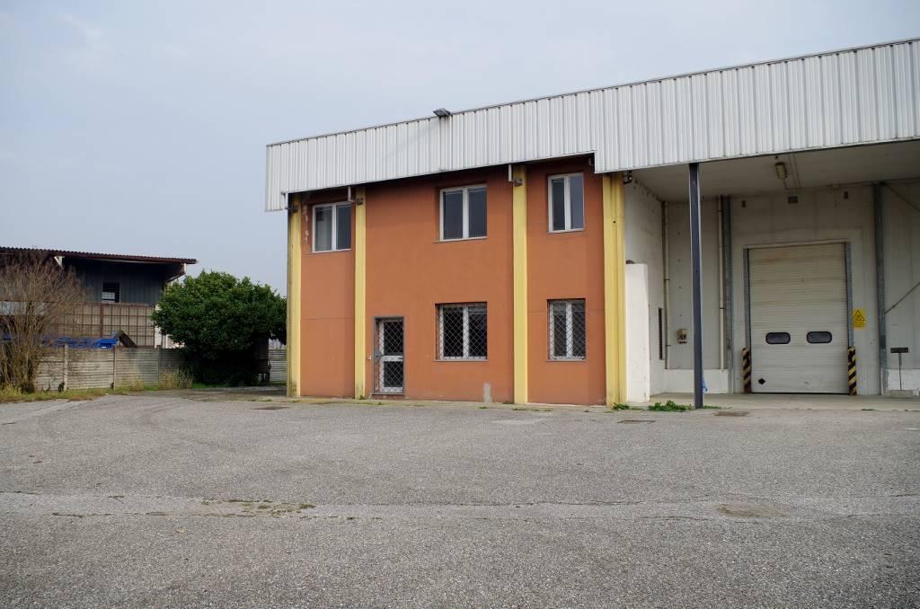 Capannone in affitto a San Martino in Strada, 6 locali, prezzo € 2.000 | CambioCasa.it
