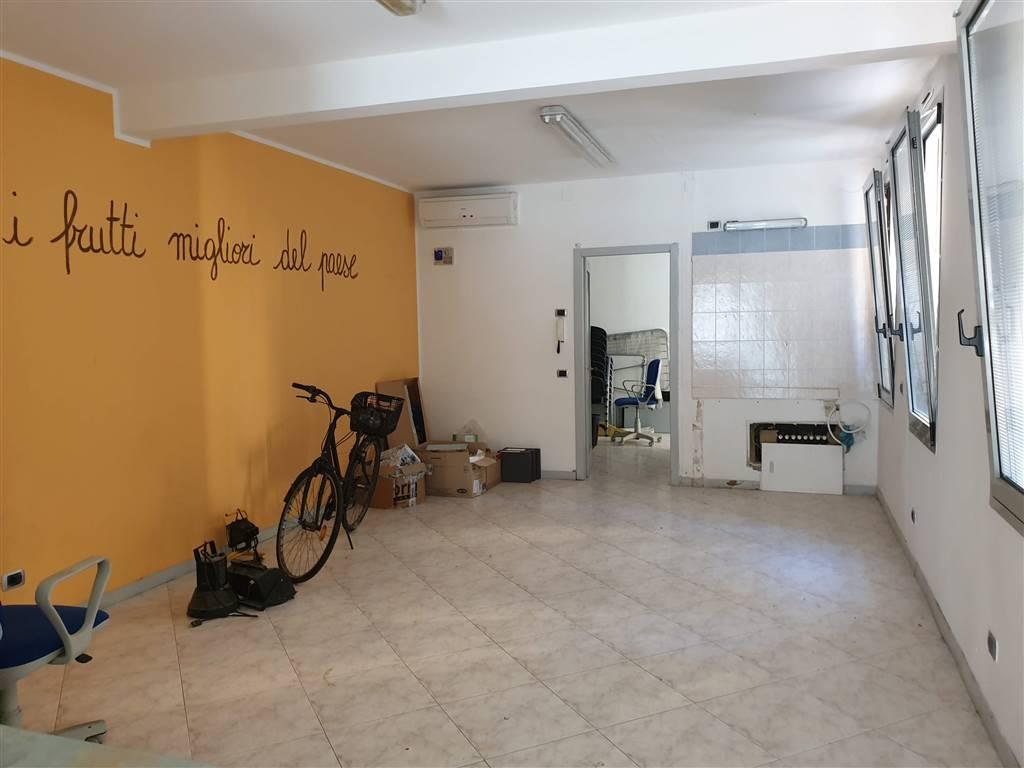 Ufficio / Studio in affitto a Lodi, 3 locali, zona Zona: Braila, prezzo € 750 | CambioCasa.it