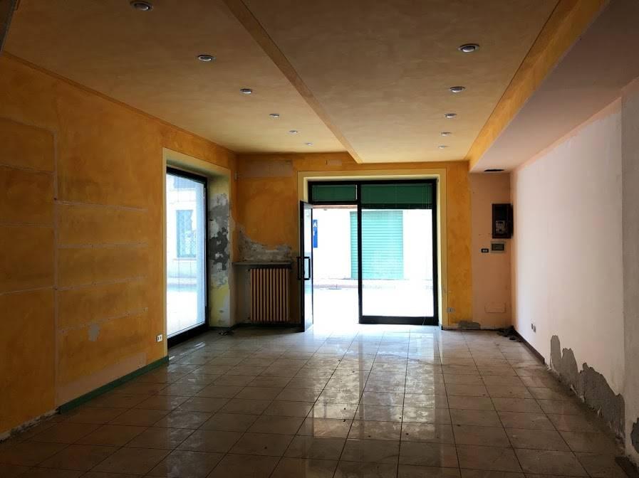 Negozio / Locale in vendita a Castiglione d'Adda, 2 locali, prezzo € 120.000   CambioCasa.it