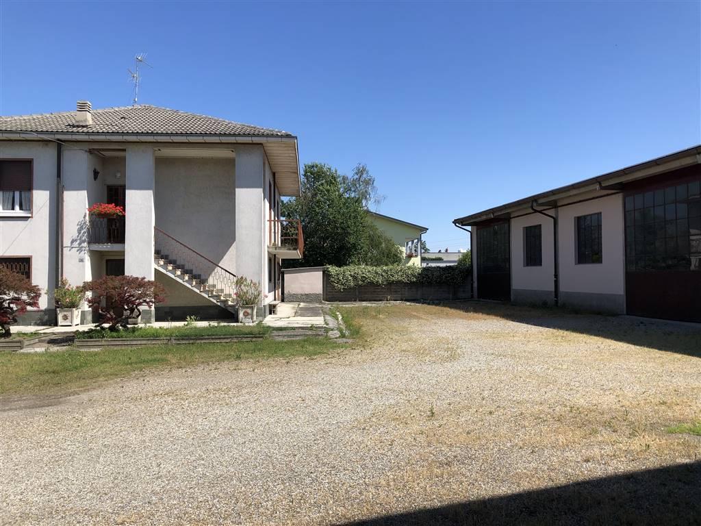 Capannone in vendita a Massalengo, 3 locali, zona Zona: Località Chiesuolo, prezzo € 165.000   CambioCasa.it