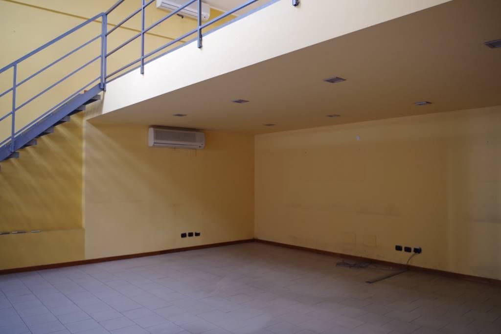 Ufficio / Studio in affitto a Lodi, 3 locali, zona Zona: Laghi Fanfani, prezzo € 1.700 | CambioCasa.it