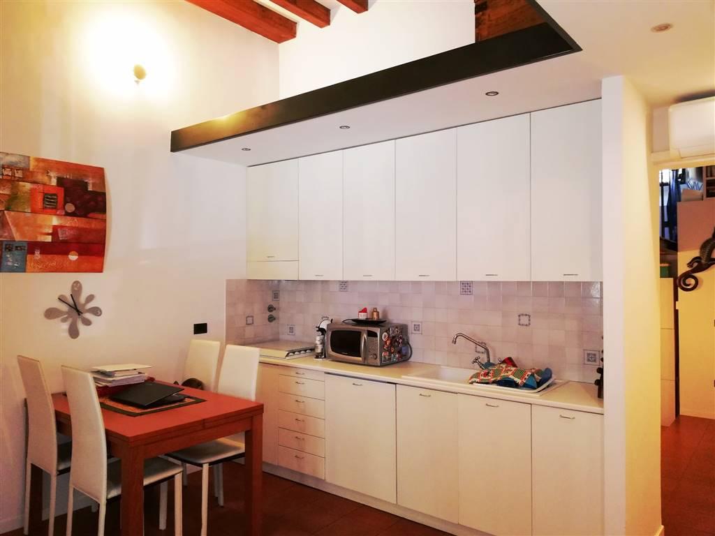 BECCARIA, FIRENZE, Appartamento in vendita di 50 Mq, Ristrutturato, Riscaldamento Autonomo, Classe energetica: G, Epi: 160 kwh/m2 anno, posto al